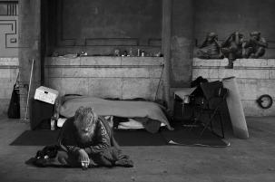 homeless-man-2653445_1280