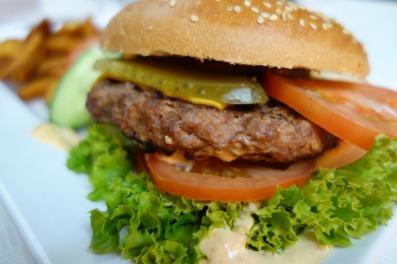burger-760873_1280.jpg